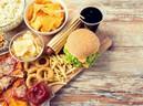 """7 thói quen ăn uống này sẽ khiến bạn già nhanh đến """"chóng mặt"""""""