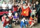 Niềm vui vỡ òa tại gia đình thủ môn Bùi Tiến Dũng sau chiến thắng lịch sử của Việt Nam