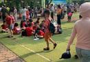 """Hà Nội: Học sinh Tiểu học Đặng Trần Côn phải đứng """"phơi nắng"""" chờ cha mẹ đón"""