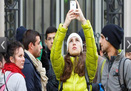 Những người kiếm bộn nhờ iPhone 5