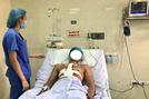 Hà Nội: Cứu sống nam thanh niên bị bạn nhậu đâm thấu tim