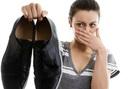 """Hôi giày thực sự là một """"vấn nạn"""" khiến nhiều người xấu hổ trước đám đông, mẹo vặt này sẽ giúp bạn khử mùi hiệu quả"""