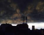 Những hình ảnh đáng sợ ở Thủ đô trong cơn mưa dông chiều thứ Bảy