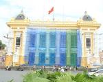 Hình ảnh Nhà hát lớn Hà Nội được 'trả lại' màu sơn cũ