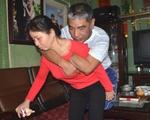 Chuyện tình đẹp khó tin (25): 20 năm, vợ cõng chồng đi cắt thịt