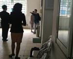 Sự thật vụ mẹ nhốt con gái không cho đi học (4): Đừng tùy tiện ném đá người thân!