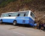 Hà Nội: Xe khách đâm vào vách núi, nhiều người thương vong