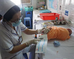 Lấy máu gót chân- bước sàng lọc quan trọng khi bé chào đời
