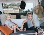 Chán cuộc sống ngày 8 tiếng công sở, gia đình trẻ dọn lên chiếc nhà di động cùng nhau ngao du khắp đó đây