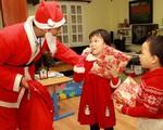 Thu 300.000 đồng/5 phút tặng quà: 'Ông già Noel' Việt kiếm tiền triệu mỗi ngày