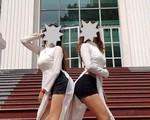 ĐHSP TPHCM lên tiếng vụ 2 sinh viên nữ mặc đồ và tạo dáng phản cảm