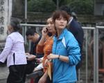 """""""Mưa tiền"""", trèo rào, chen lấn trong lễ khai ấn đền Trần Nam Định"""