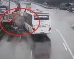 """Vẫn """"nóng"""" tranh cãi về vụ xe khách đâm xe cứu hỏa trên cao tốc Cầu Giẽ khiến 1 cảnh sát tử vong"""