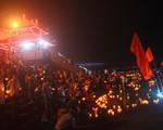 Sông Thạch Hãn rực sáng trong đêm bởi hàng triệu ngọn nến tri ân liệt sĩ