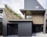 Căn nhà 'hai mảnh' kỳ dị đủ cho 3 thế hệ sinh sống khiến ai cũng phải tò mò