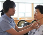 Mùa Vu Lan báo hiếu: Thuê người chăm sóc cha mẹ khi ốm đau có coi là bất hiếu?