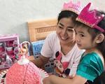 Hình ảnh hạnh phúc của con gái Mai Phương khi mẹ xuất viện trở về