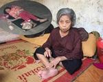 Tâm sự nghẹn đắng của bà ngoại bé gái 5 tuổi ngủ vỉa hè trong đêm lạnh ở Nam Định