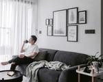 Căn hộ 74m² ở Hà Nội đẹp ấn tượng với gam màu trắng - đen của chàng trai là nhiếp ảnh gia ẩm thực