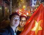 Vợ xinh đẹp kém 14 tuổi của MC Anh Tuấn xót chồng đi làm xa đúng dịp kỉ niệm 6 năm ngày cưới