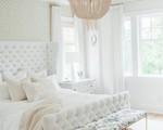 9 cách chọn đồ nội thất cho phòng ngủ có tông màu trắng