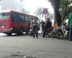 """Nhức nhối xe khách """"rùa"""" gây ùn tắc đường phố Hà Nội"""