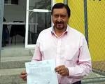 Thị trưởng bị kéo lê vì không sửa đường cho dân