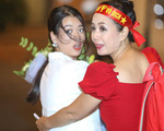 Hình ảnh ăn mừng Việt Nam chiến thắng đầy phấn khởi của mẹ con nghệ sĩ Chiều Xuân