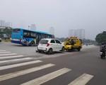 """Chặt chém phí cẩu xe ở Hà Nội: Công an phường, quận nói gì về việc cẩu xe giá """"chát""""?"""