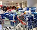 Viwasupco chưa hẹn ngày cấp nước trở lại, dân Hà Nội 'săn lùng' từng lít nước đóng chai