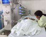 Mẹ tái mặt khóc thét thấy con trai 6 tuổi ngã trong nhà tắm, cổ tay bị đứt lìa