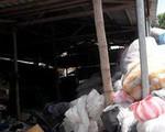 Hãi hùng quy trình tái chế ống hút, hộp xốp từ nhựa phế thải đã bốc mùi