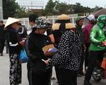 'Cò vé' vây quanh SVĐ Mỹ Đình, giá vé tăng gấp 6 lần trước trận Việt Nam – Thái Lan