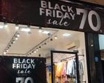 Các tín đồ mua sắm chỉ cách để tránh 'sập bẫy' trong ngày Black Friday