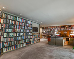 Biệt thự dành hẳn cả một tầng hầm làm thư viện với 2000 đầu sách của nữ ca sĩ kiếm ngàn tỉ chỉ trong 1 năm