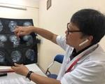 Nam bệnh nhân giật tóc, 'lên gối' nữ điều dưỡng mang bầu 4 tháng