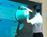 Không có compa vẽ hình tròn, thầy giáo Địa nhanh trí dùng 1 vật dụng khó đỡ khiến cả lớp thi nhau chụp ảnh