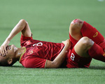 Hình ảnh Trọng Hoàng 2 đầu gối đẫm máu vẫn lăn xả ở trận bán kết khiến người hâm mộ rớt nước mắt