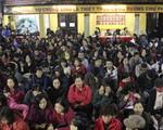 Sợ sao xấu, biển người tràn ra đường giải hạn ở chùa Phúc Khánh