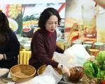 Việt Nam chiêu đãi phóng viên quốc tế với những món ăn đậm chất dân tộc