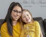 Bé gái Anh 3 tuổi cứu mẹ bị ngất tại nhà