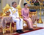 Tân Hoàng hậu Thái Lan bất ngờ gây thiện cảm với dân chúng nhờ một loạt khoảnh khắc đặc biệt chưa từng thấy trong lễ đăng quang của Quốc vương