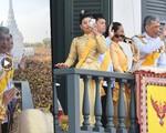"""Quốc vương Thái Lan cùng gia đình ra mắt công chúng, kết thúc lễ đăng quang kéo dài 3 ngày nhưng đây mới là nhân vật """"chen ngang"""" hồn nhiên nhất trong suốt sự kiện"""