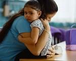 Nước mắt mẹ đơn thân (18): Bi kịch nữ ca sĩ nổi tiếng sinh con mà không được thăm con bởi chồng cũ là… đại gia