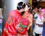 Đông Nhi và Ông Cao Thắng bất ngờ được tổ chức đám cưới ngay tại sân bay sau khi trở về từ Mỹ