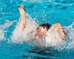 """Thêm 1 trẻ bị đuối nước thương tâm tại bể bơi: Bố mẹ cần """"nằm lòng"""" điều này để kịp cứu con khi gặp họa"""