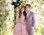"""Đám cưới Thu Thủy và chồng trẻ kém 10 tuổi: Cô dâu chú rể cùng song ca """"hit"""" Mình cưới nhau đi và trao nhau nụ hôn say đắm trong lễ cưới"""