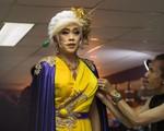 Hoài Linh, Hoài Lâm và dàn sao tất bật hoá trang, giả gái ở hậu trường