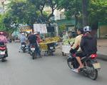 """Hà Nội: Bán đảo Linh Đàm được """"đặc cách"""" để 3 làn ô tô dưới lòng đường, vỉa hè?"""