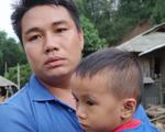 Ám ảnh tiếng khóc nghẹn của người dân vùng lũ, 12 người vẫn chưa trở về nhà: 'Con tôi còn nhưng bố mẹ bị nước cuốn cả rồi'